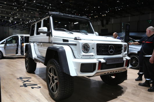 mercedes-benz-g500-4x4-squared-front-three-quarter-02.jpg